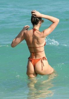 Candice Swanepoel Perfect Bikini Body