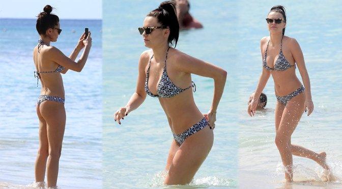 Emily Blackwell – Bikini Candids on the Beach in St. James