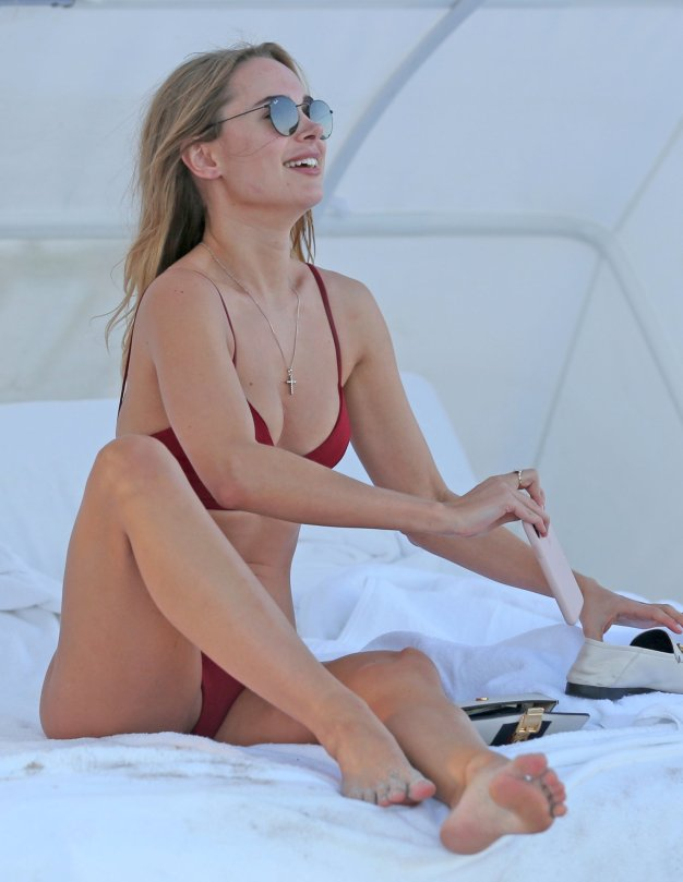 Kimberley Garner Hot Body In Thong Bikini