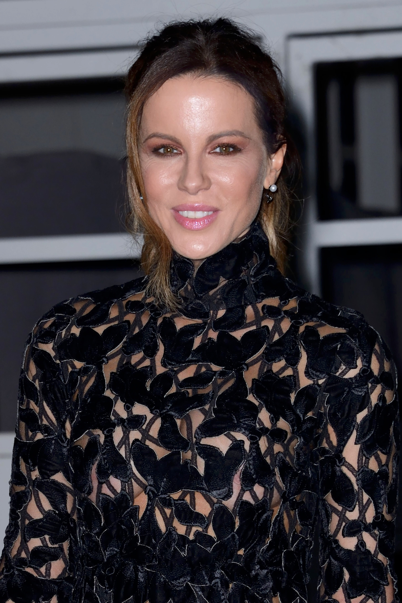 Kate Beckinsale – Giambattista Valli Haute Couture SS 2019 Fashion Show in Paris