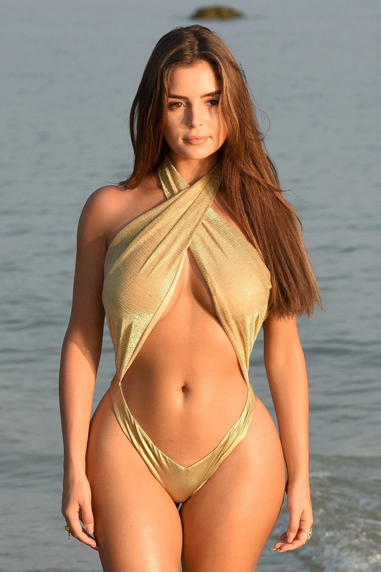 Demi Rose Mawby – Swimsuit candids in Thailand