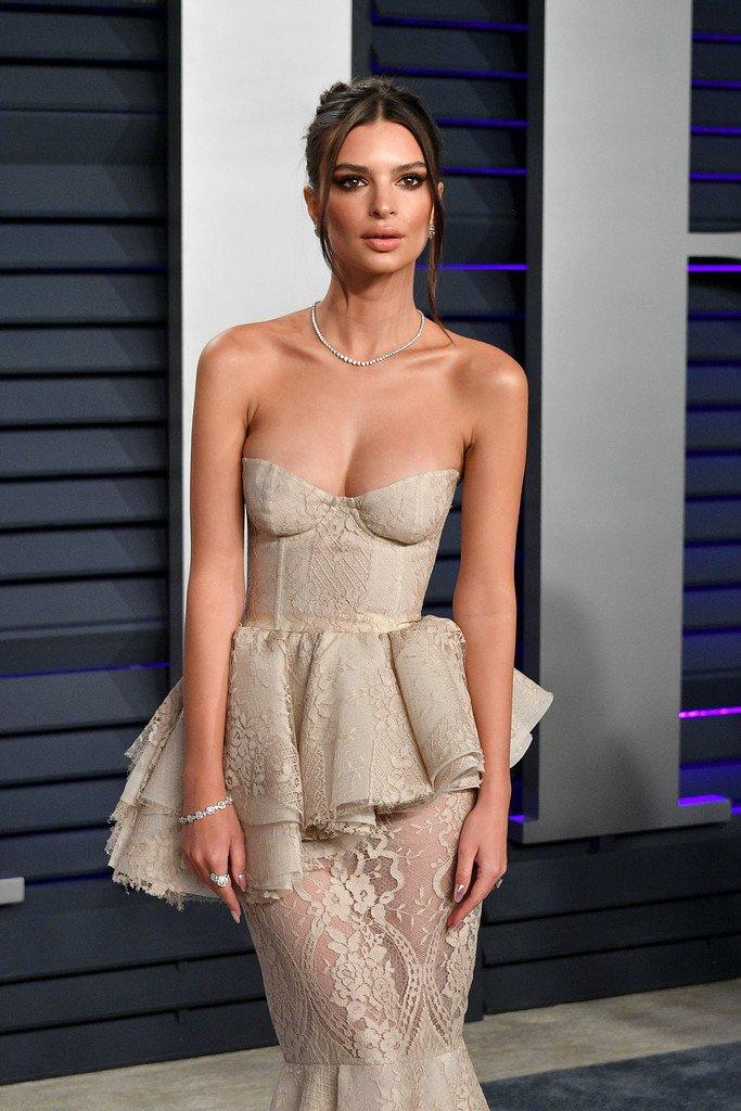 Emily Ratajkowski Sexy Breasts