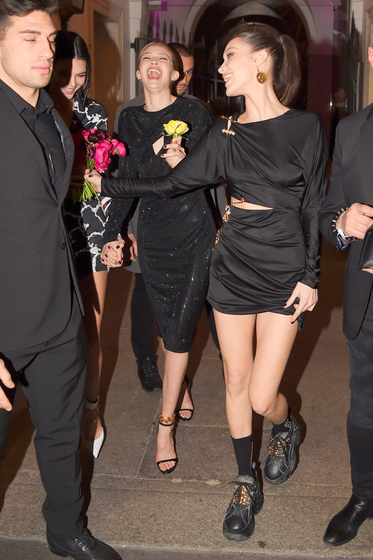 Kendall Jenner And Hadid Sisters Sexy Legs
