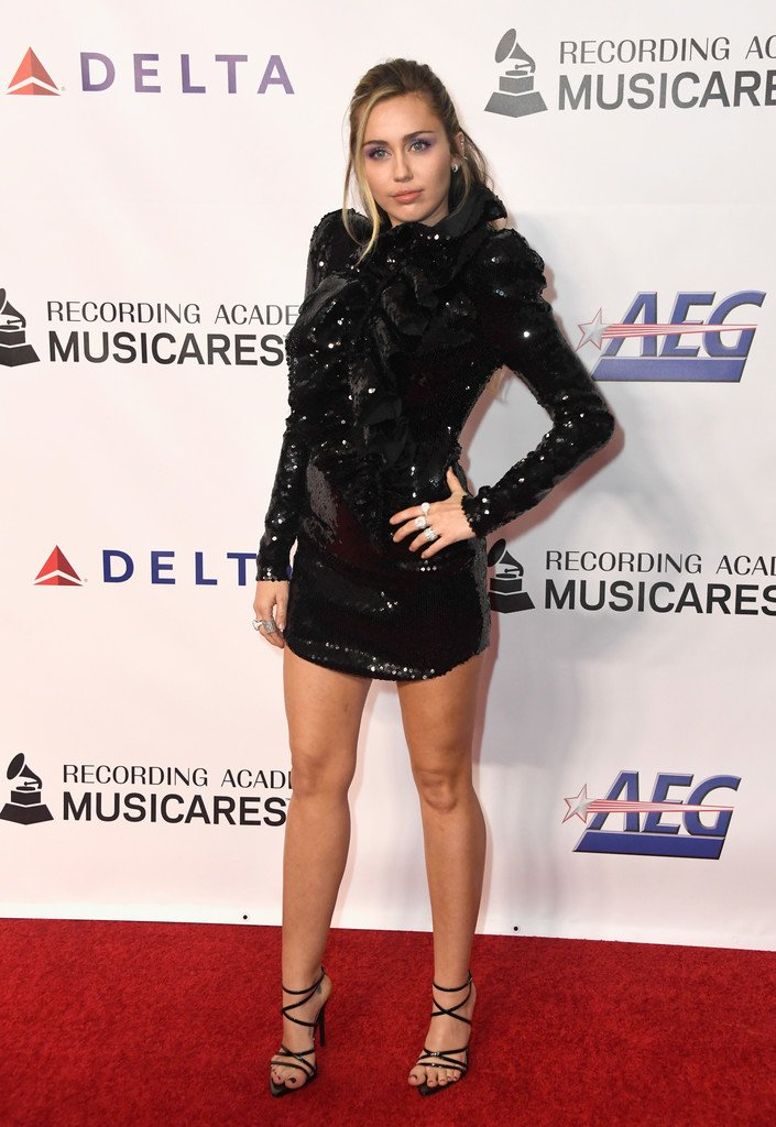 Miley Cyrus Sexy Legs