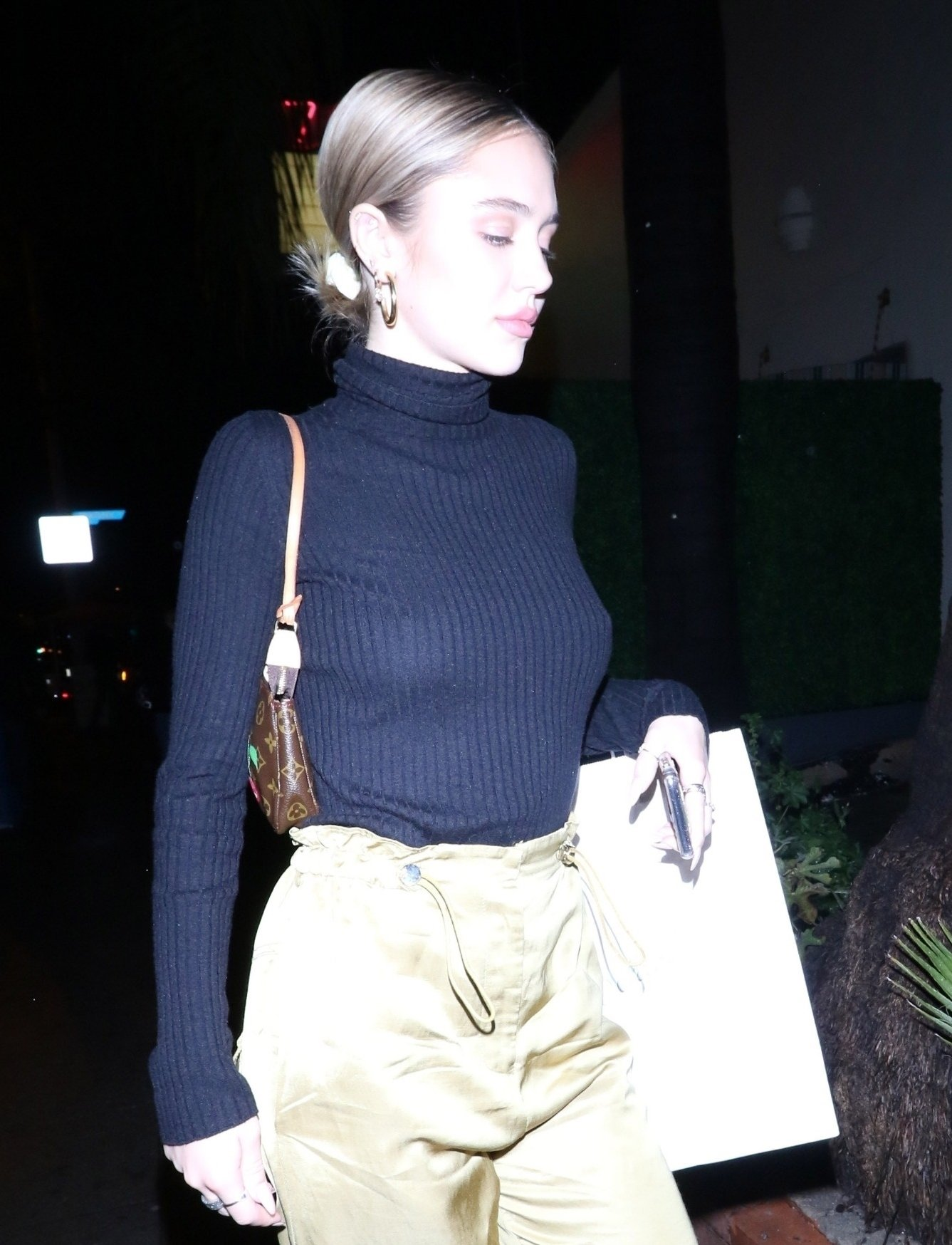Delilah Belle Hamlin – Braless Candids in West Hollywood