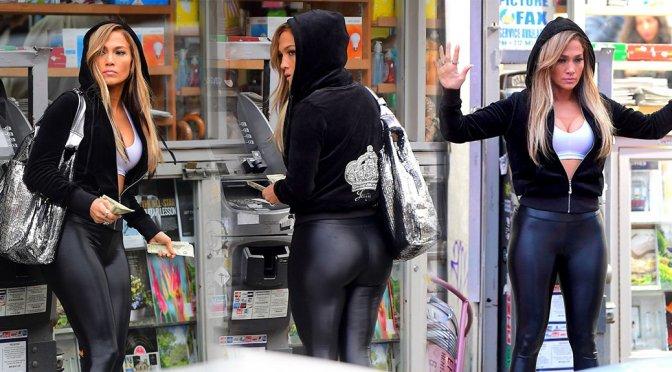 "Jennifer Lopez – Sexy Ass on ""Hustlers"" Set in New York"