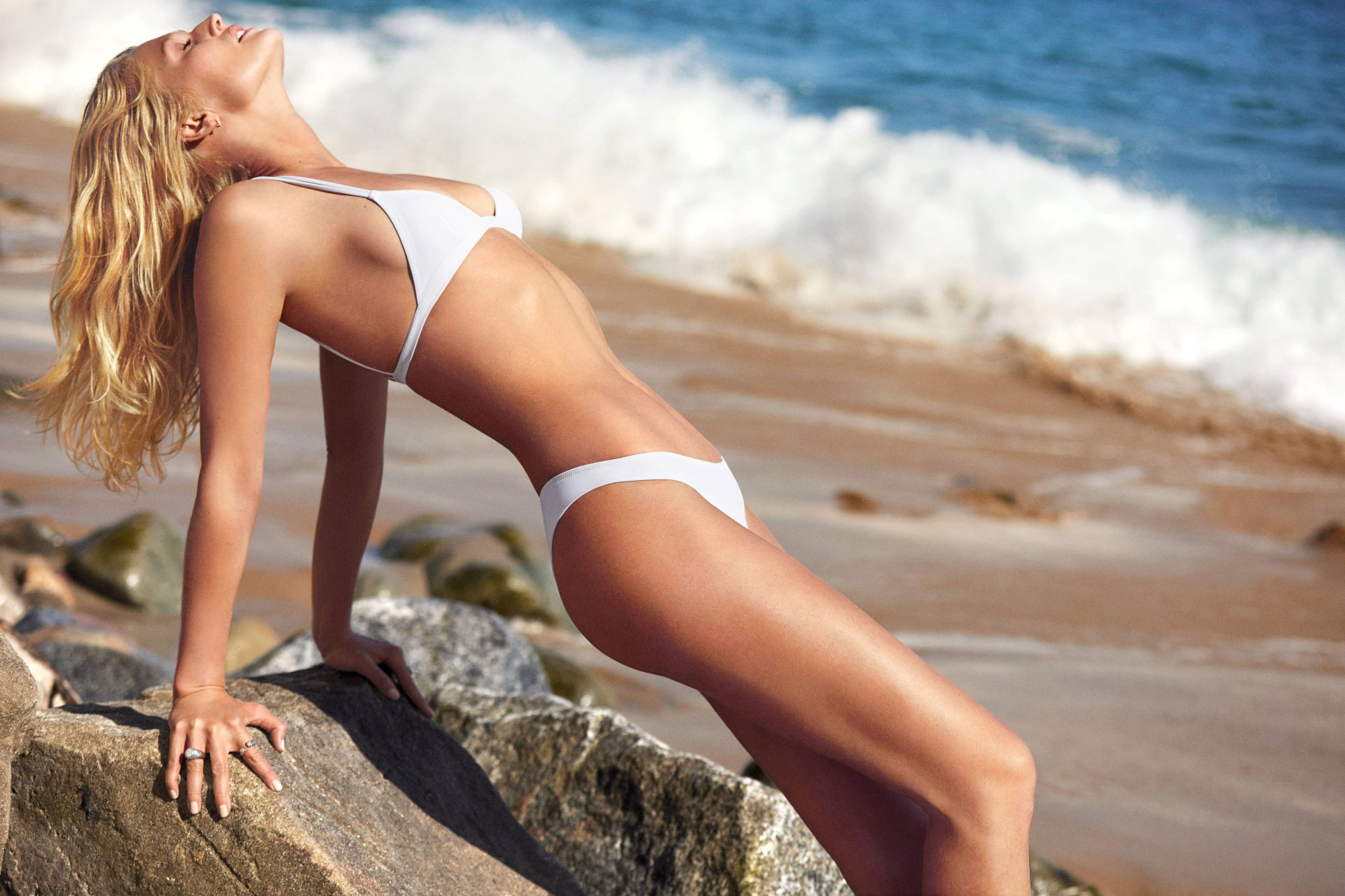 Toni Garrn Sexy Body