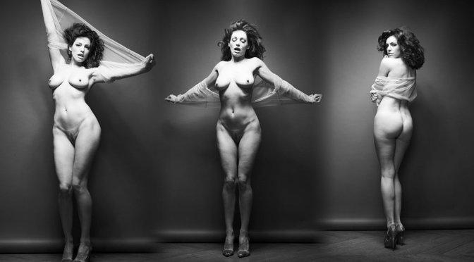 Kelly Brook – Full Frontal Nude Photoshoot (NSFW)