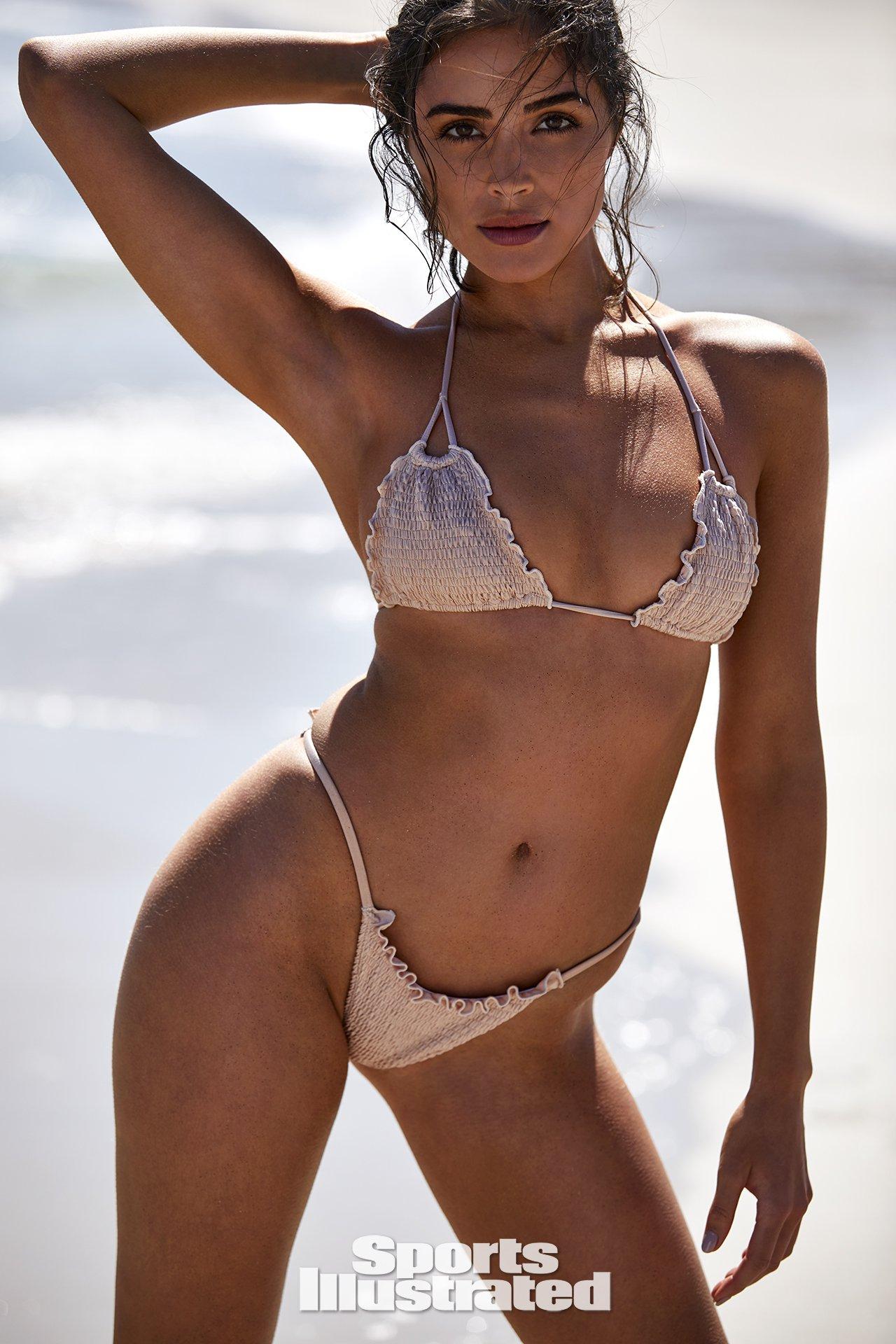 Olivia-Culpo-Hot-Naked-Photoshoot-4.jpg
