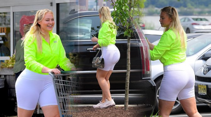 Iskra Lawrence – Sexy in Leggings at Whole Foods in New Jersey