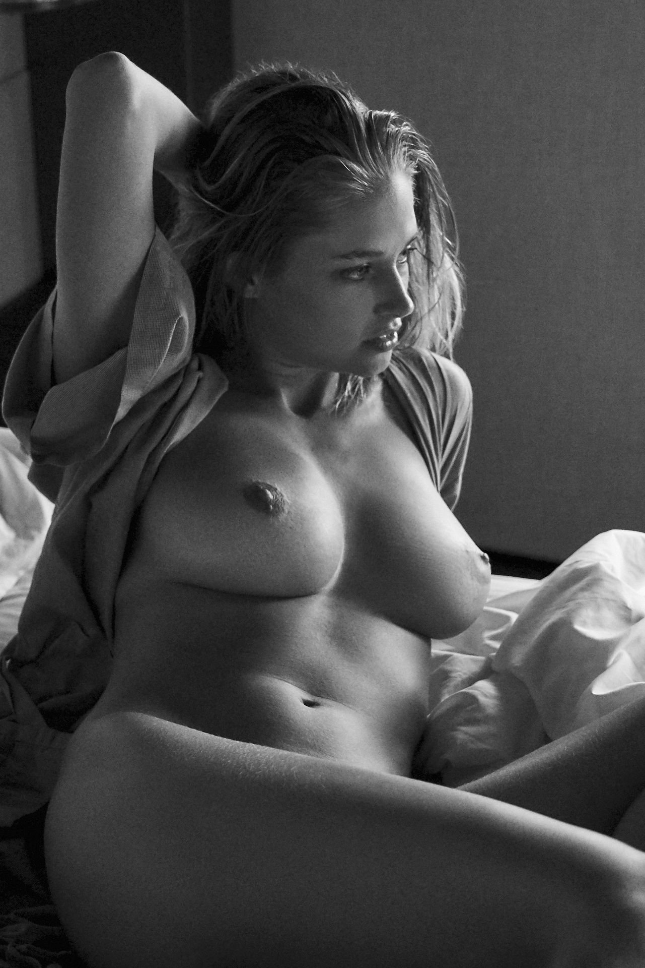 Genevieve-Morton-Topless-and-Naked-23.jpg