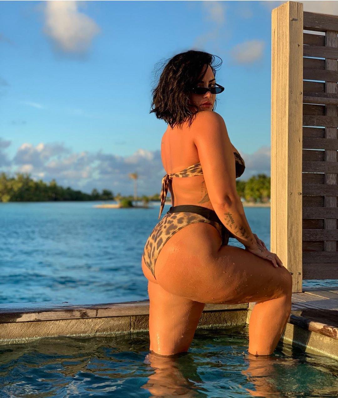 Demi Lovato Sexy Big Butt