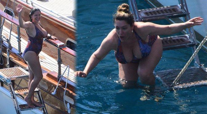 Kelly Brook – Huge Breasts in Swimsuit in Turkey