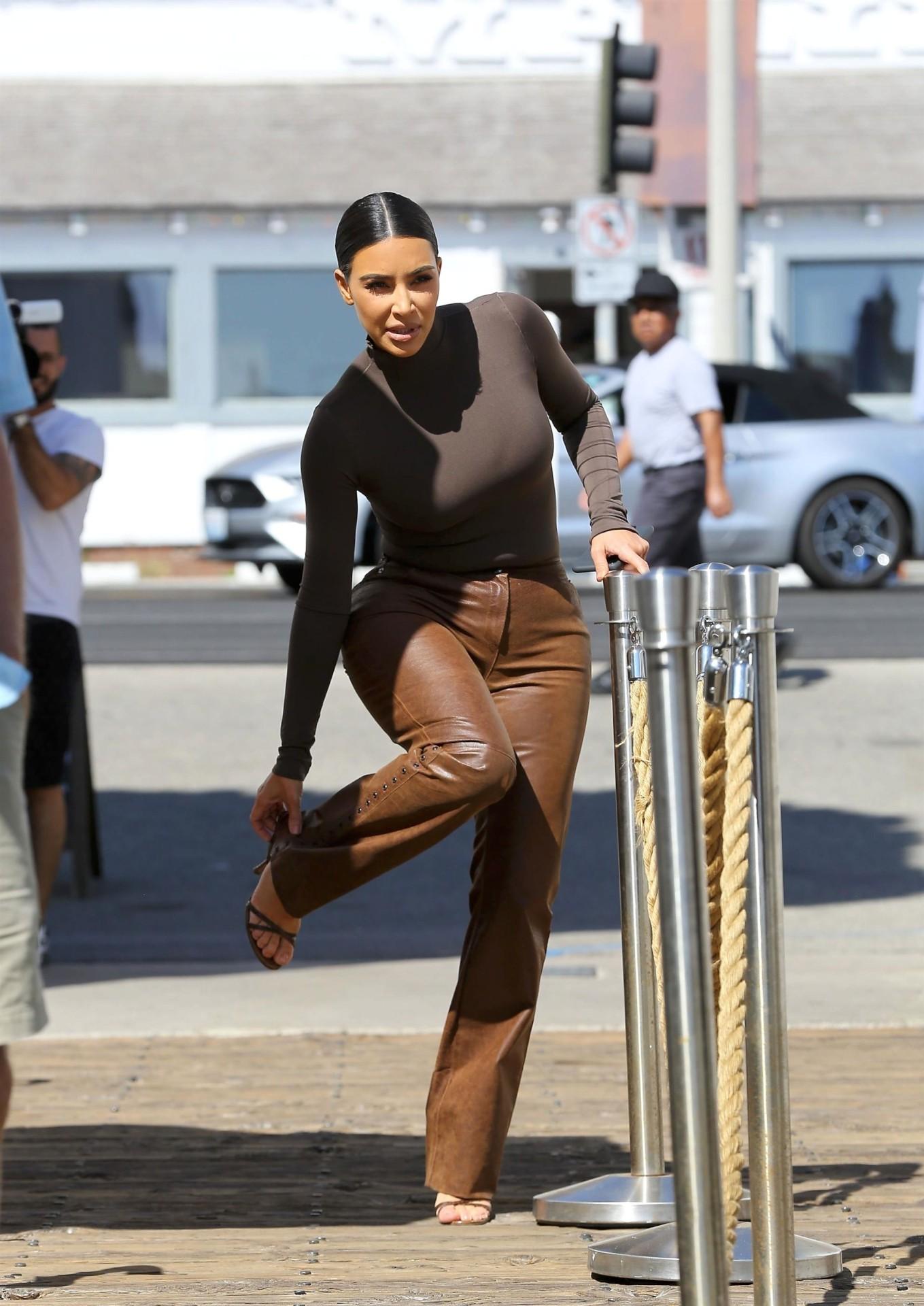 Kim Kardashian Sexy Wide Hips   Hot Celebs Home