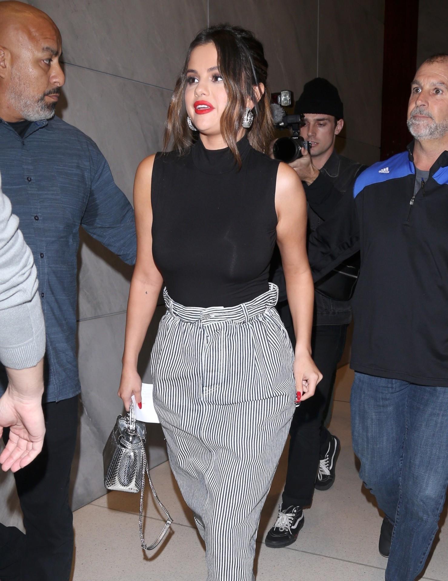 Selena Gomez Sexy And Busty