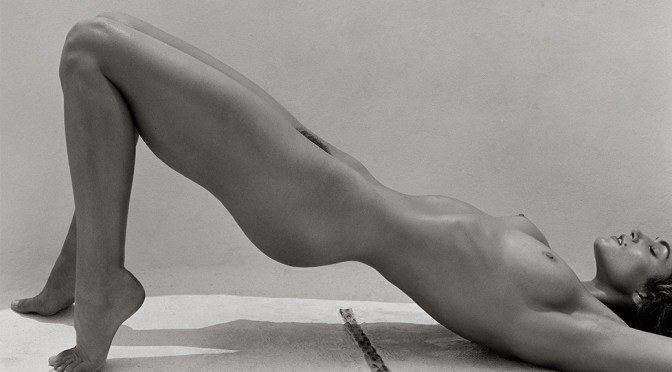 Cindy Crawford – Nude Photoshoot By Herb Ritts (NSFW)