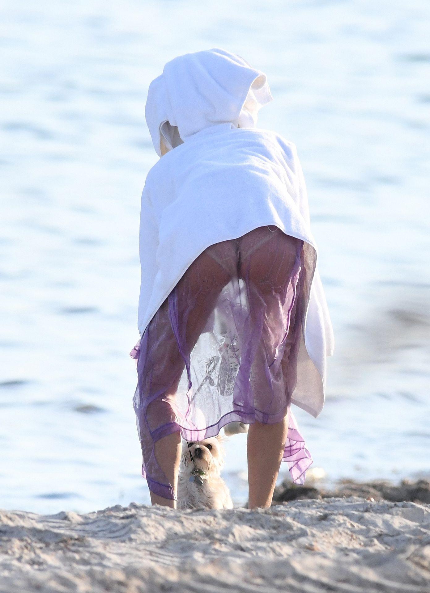 Hailey Baldwin Sexy Bikini Photoshoot
