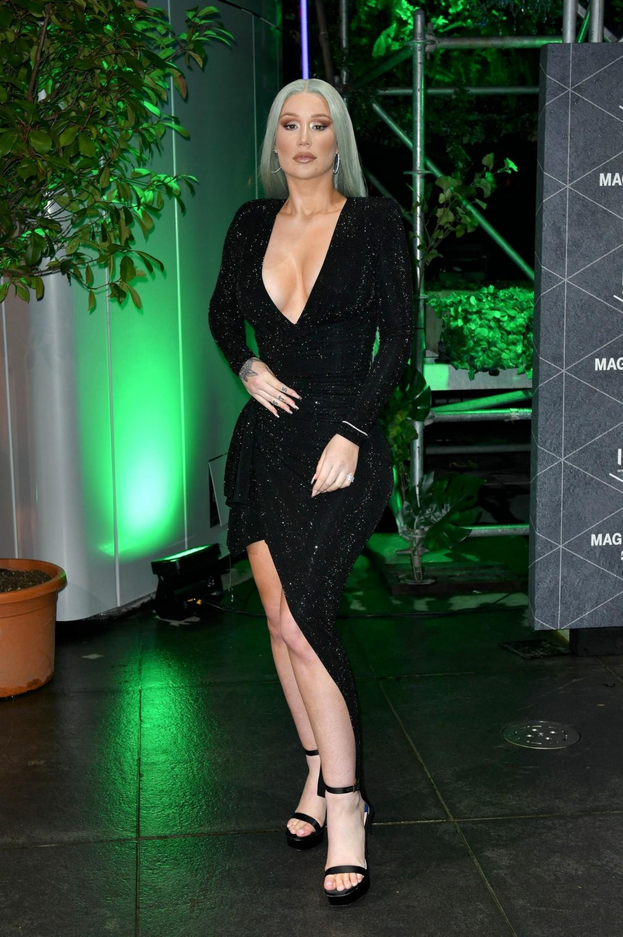 Iggy Azalea Sexy Cleavage Huge Ass
