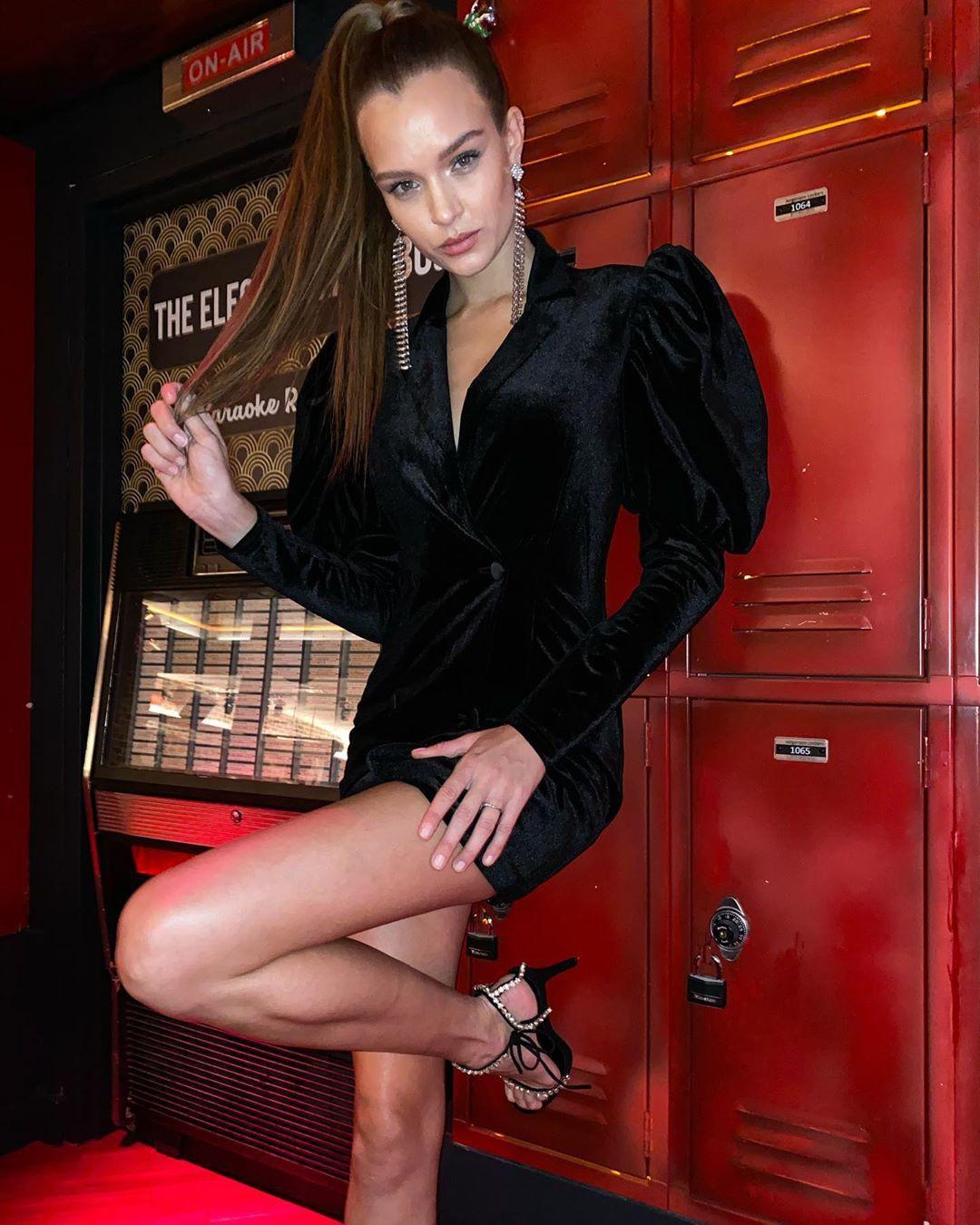 Josephine Skriver Sexy Legs
