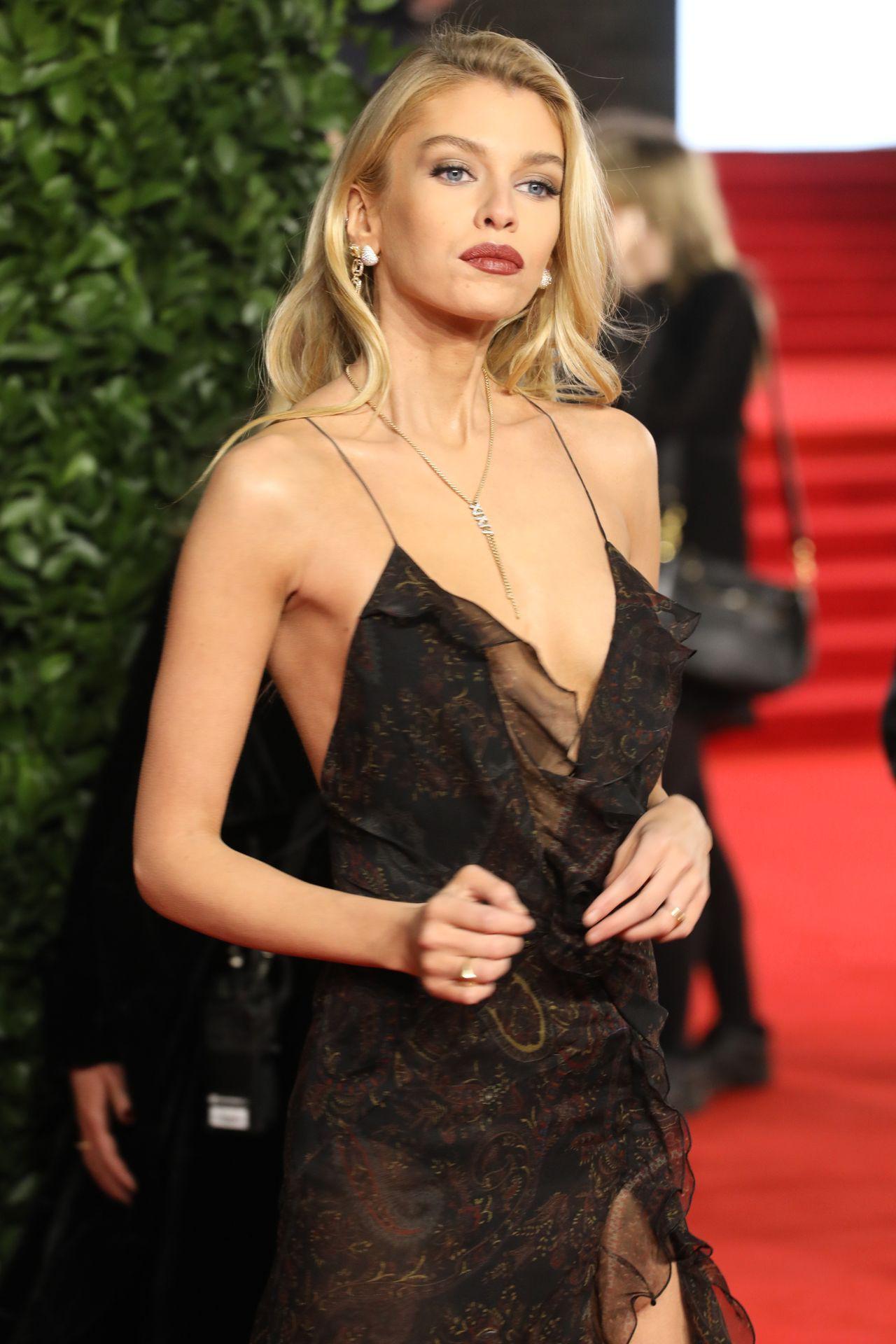 Stella Maxwell - Sexy Littel Dress at Fashion Awards 2019