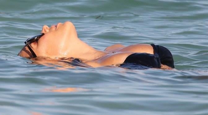 Sylvie Meis – Sexy Body in Black Bikini on the Beach in Miami