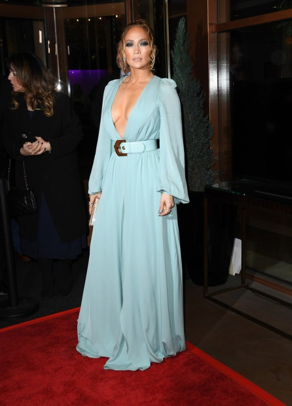 Jennifer Lopez Braless Boobs Cleavage