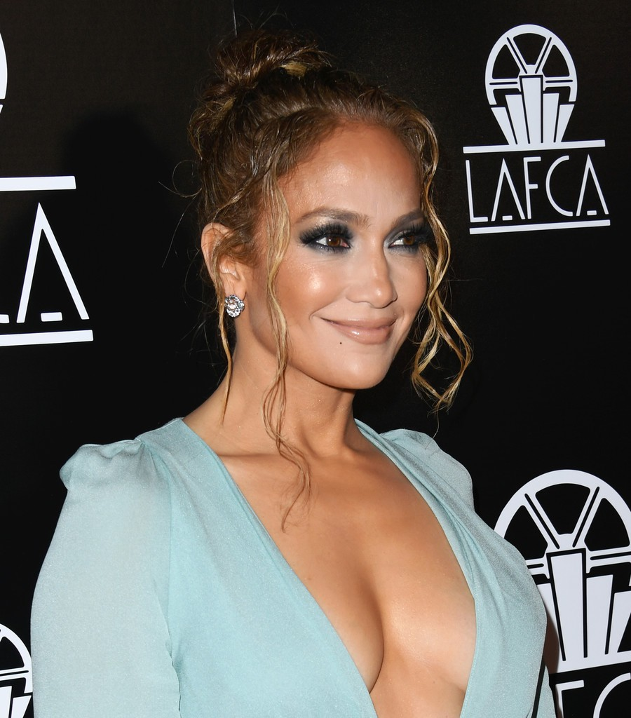 Jennifer Lopez Braless Boobs Cleavage