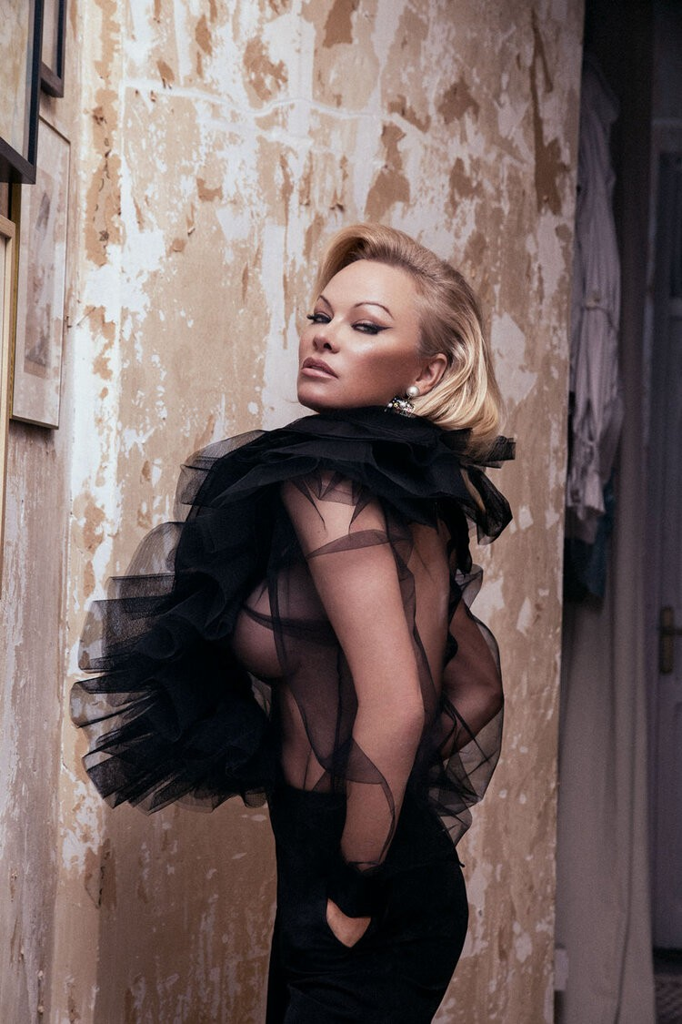 Pamela Anderson Hot Body