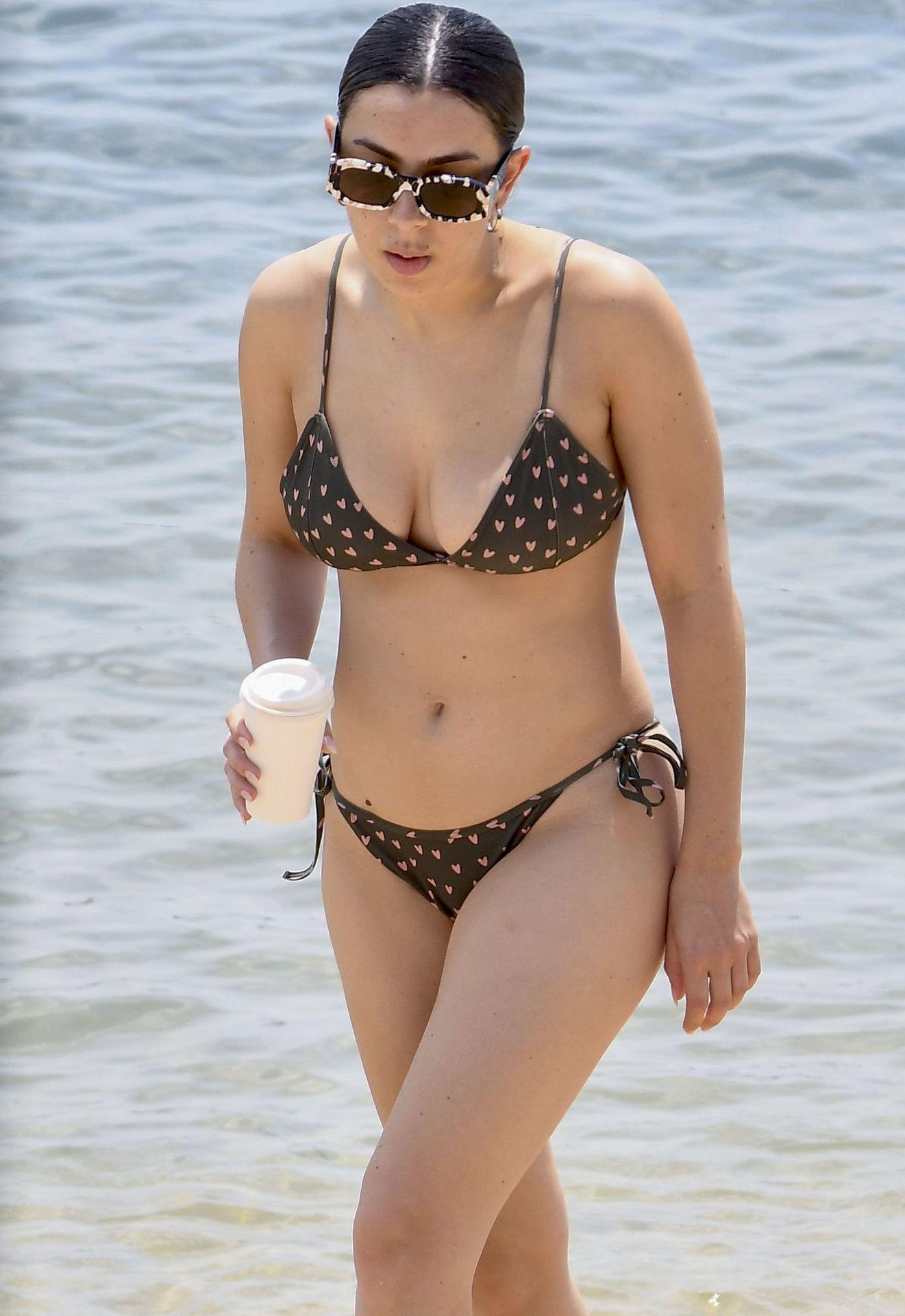 Charlie Xcx Sexy In Bikini