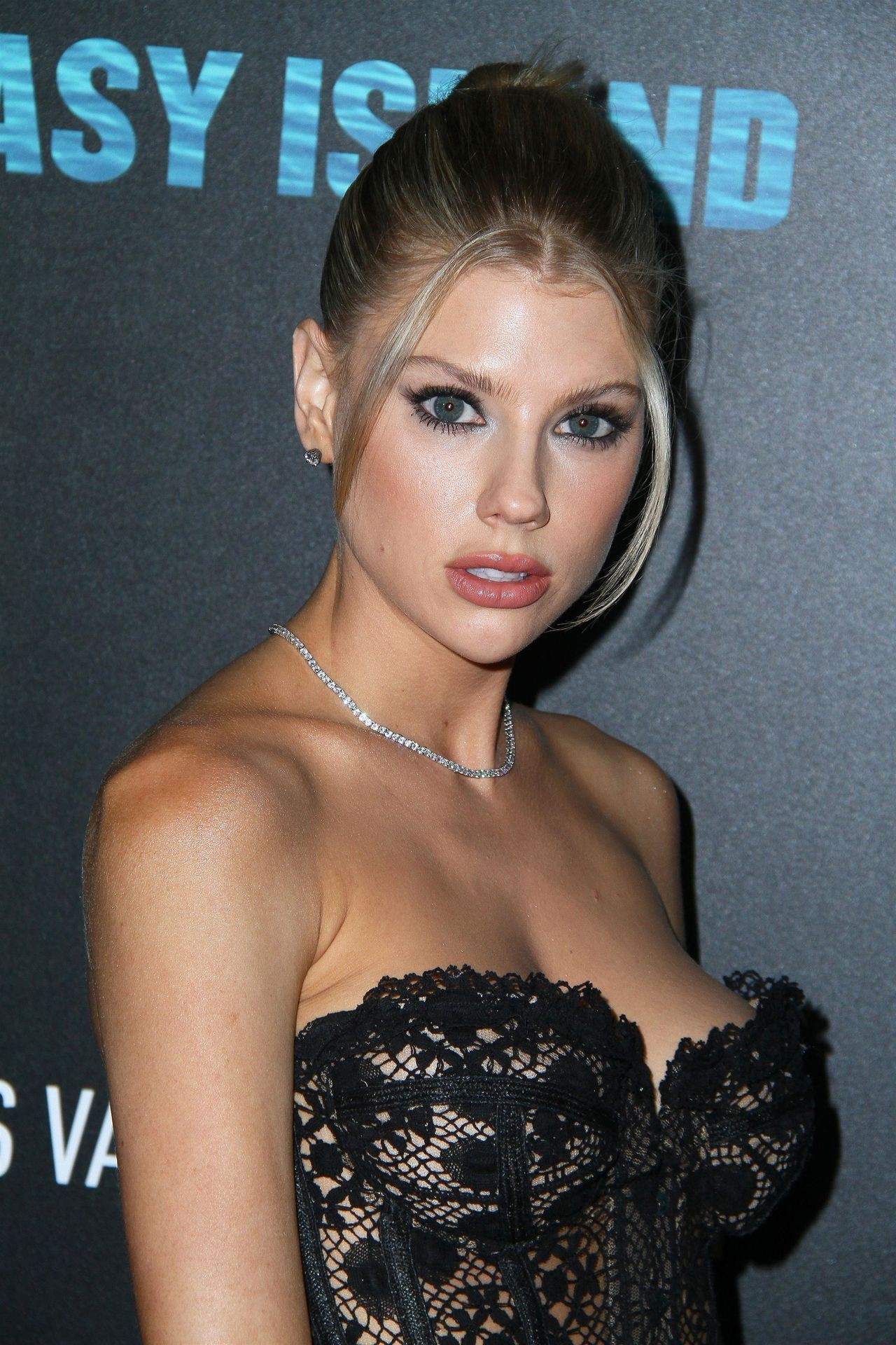 Charlotte McKinney - Big Boobs in Sexy CLeavage at