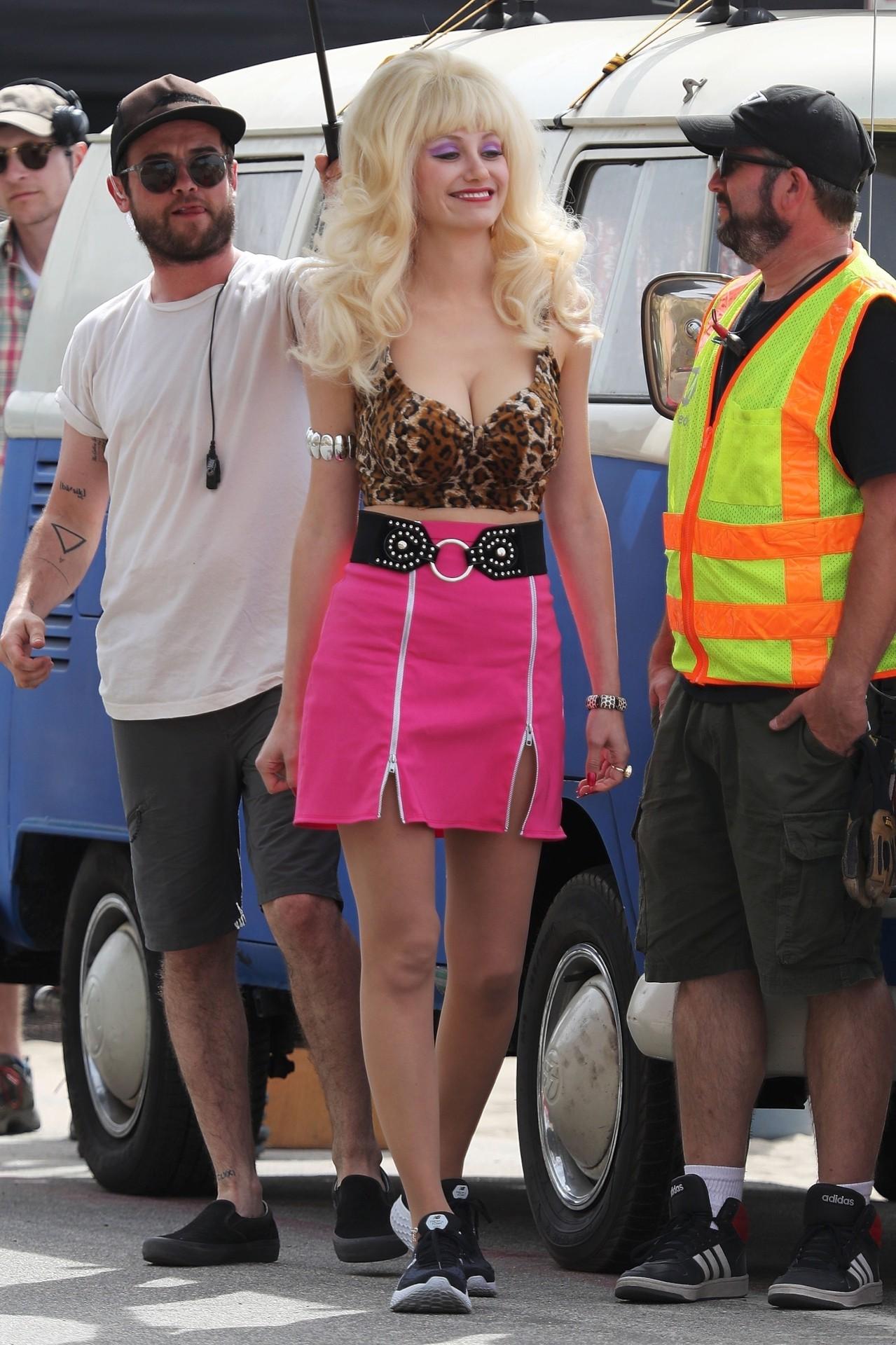 Emmy Rossum Sexy Legs In Mini Skirt