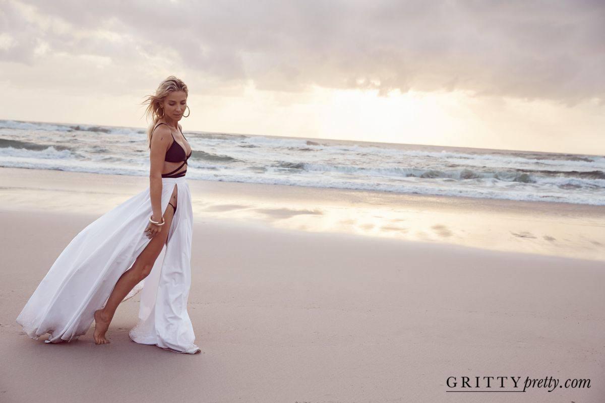 Elsa Pataky Beautiful Photoshoot At Beach