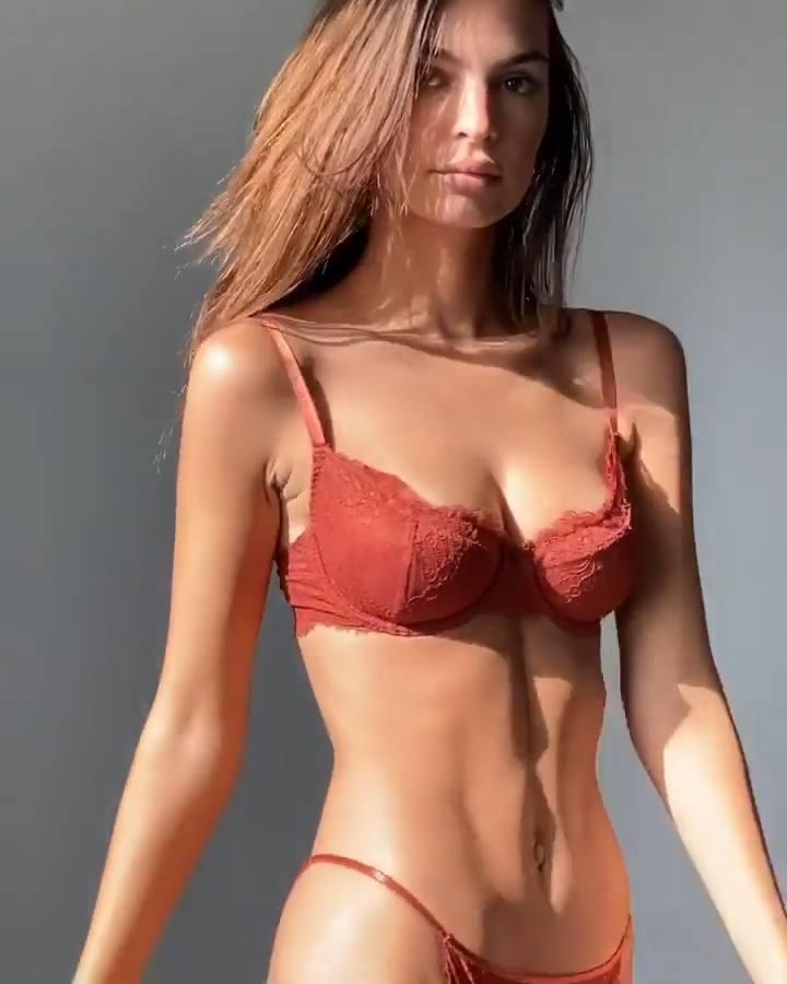 Emily Ratajkowski Sexy Boobs And Ass In Tiny Lingerie