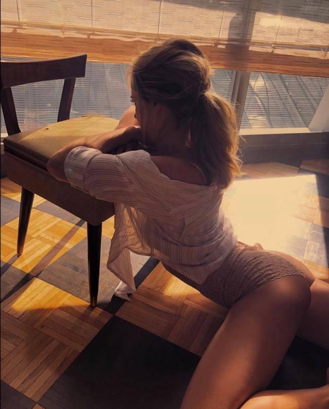 Genevieve Morton Sexy Ass In Hot Panties