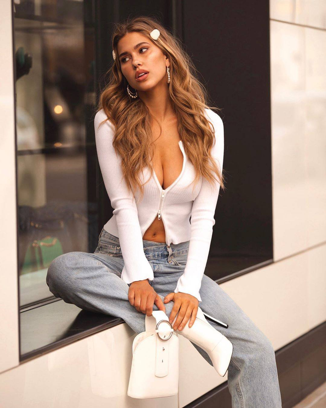 Kara Del Toro Beautiful Picture