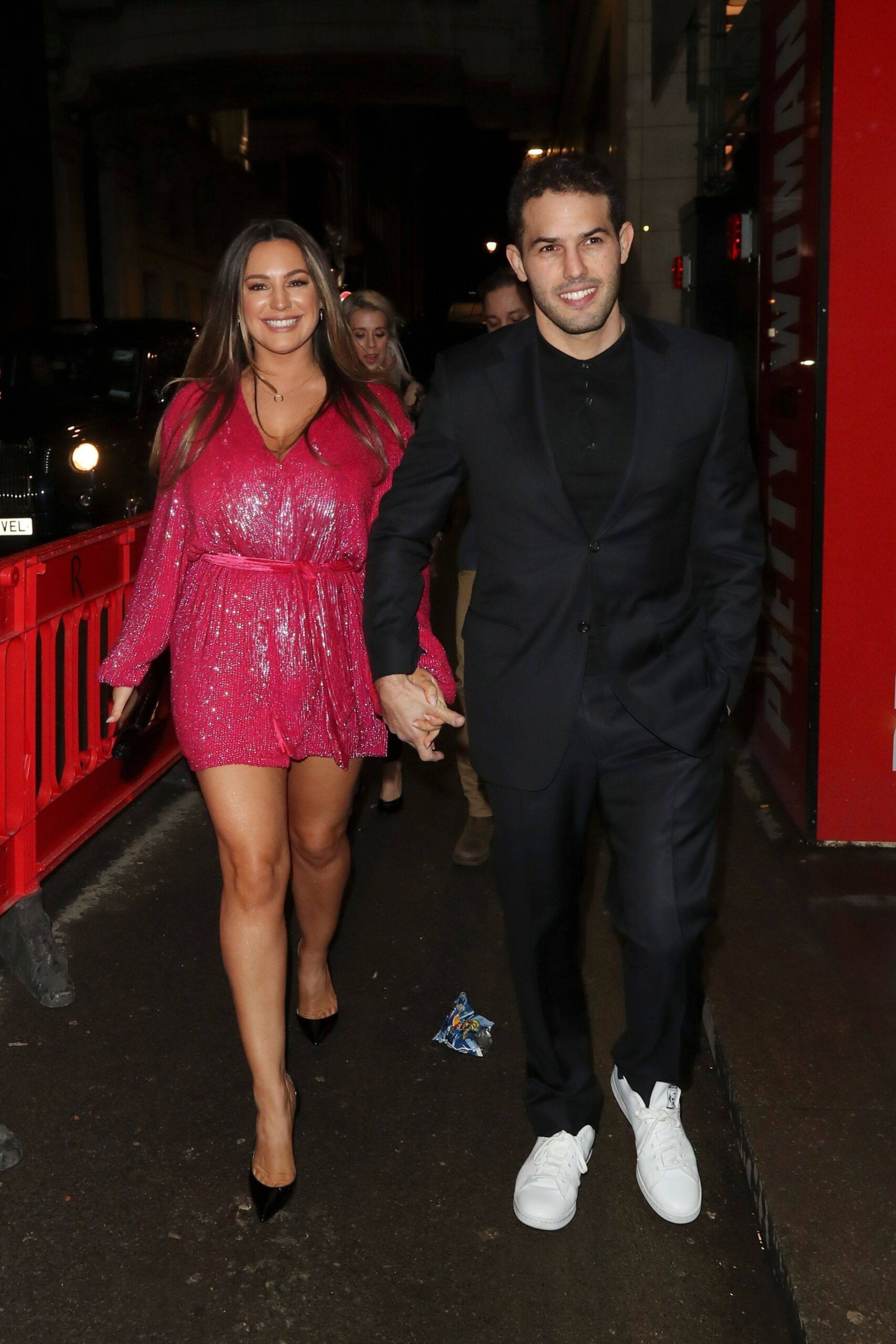 Kelly Brook Leggy And Busty