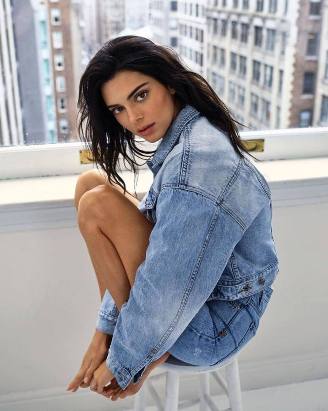Kendall Jenner Sexy In Jeans