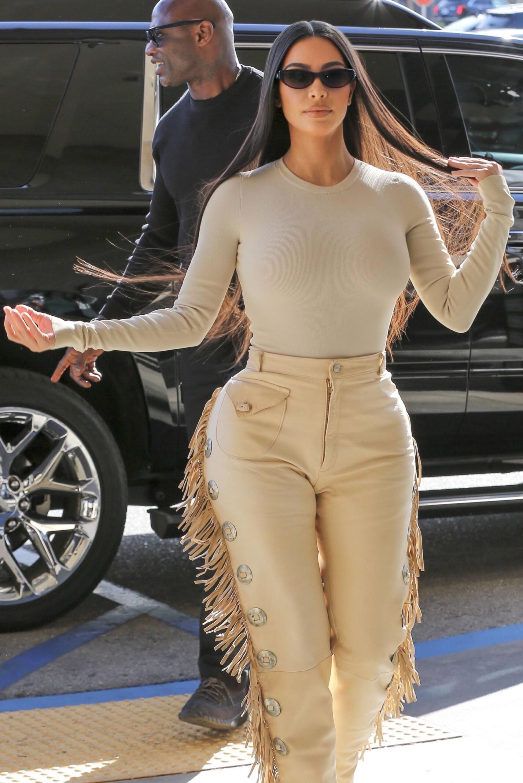 Kim Kardashian Sexy Huge Curves