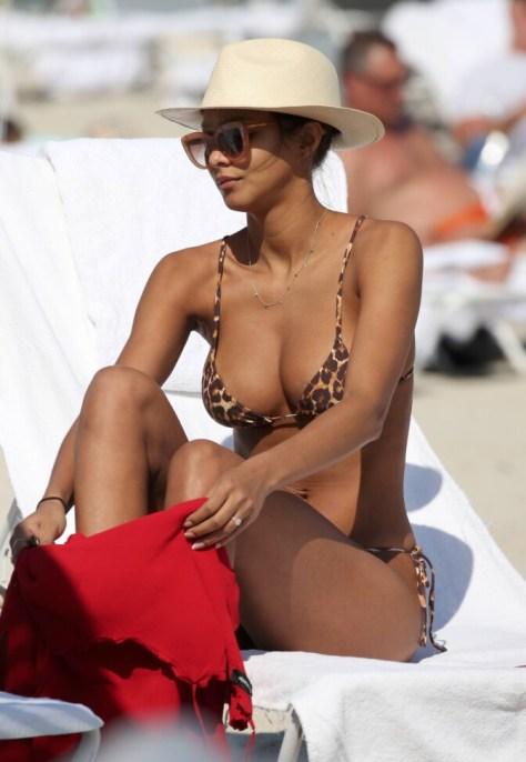 Lais Ribeiro Hot Big Boobs In Bikini