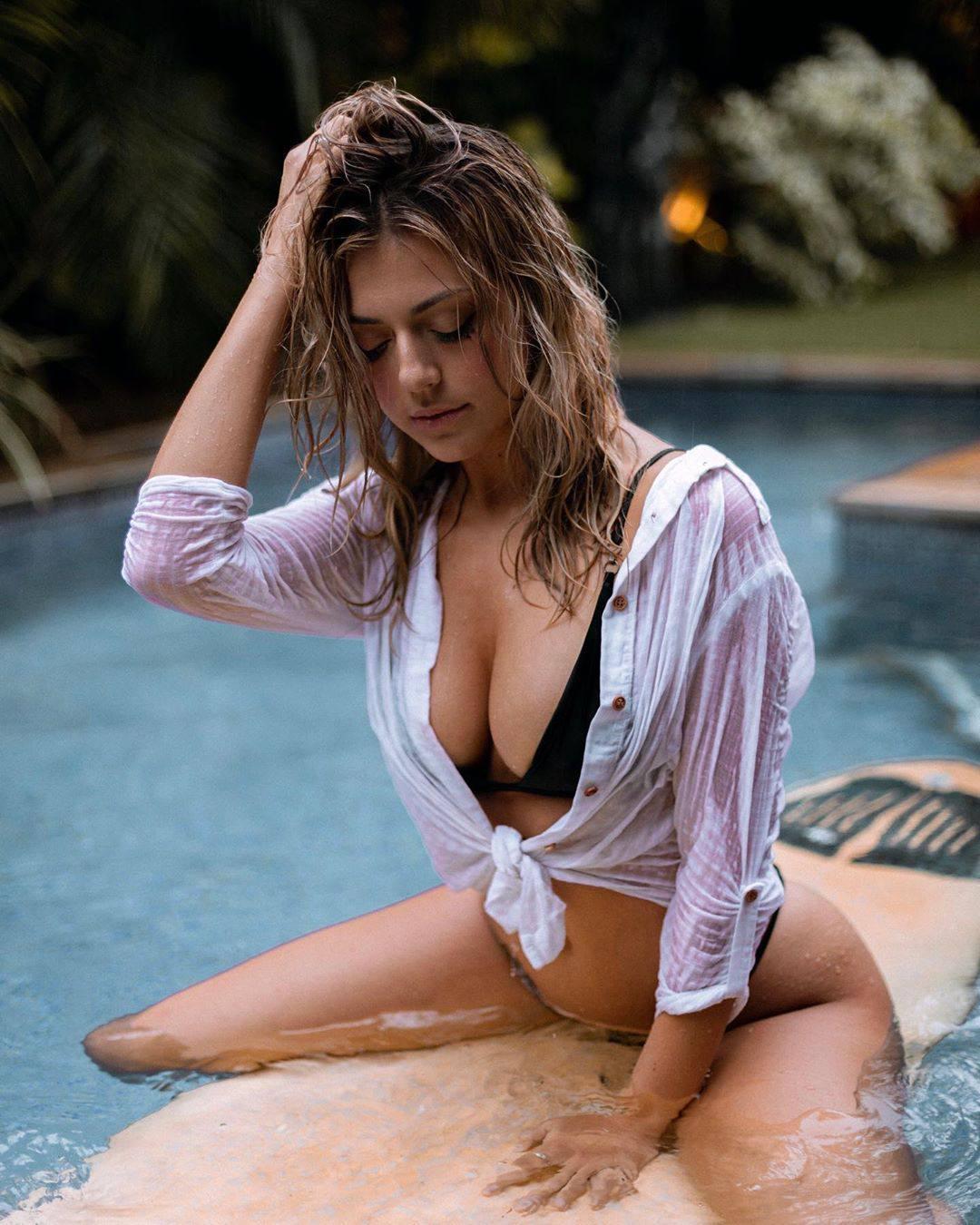 Lara Ashley Hot Pictures