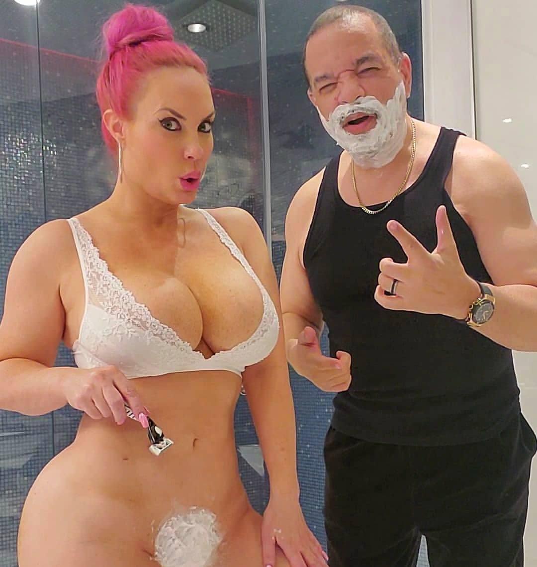 Nicole Coco Austin Shaving