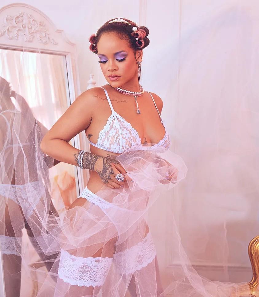 Rihanna Hot Boobs In Lingerie