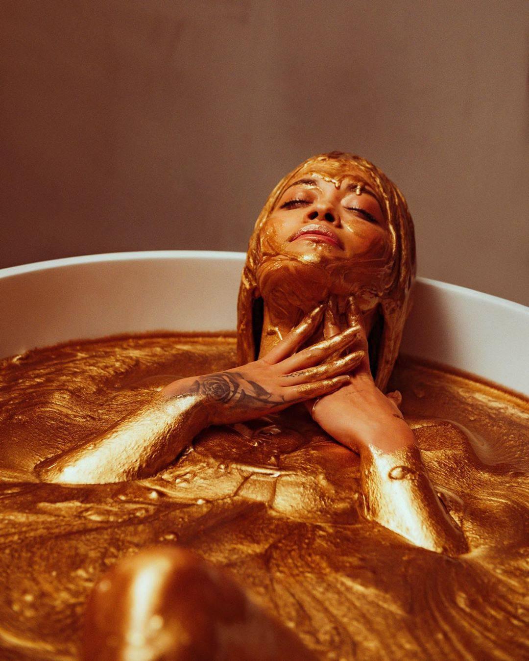 Rita Ora Sexy In Gold Bath