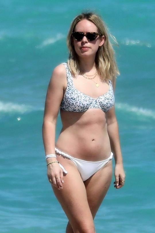 Tanya Burr Sexy Ass In Bikini