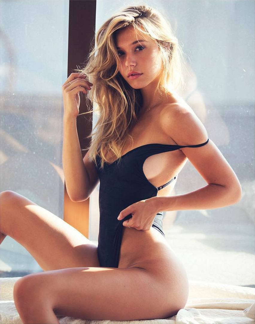 Alexis Ren Hot Naked Body