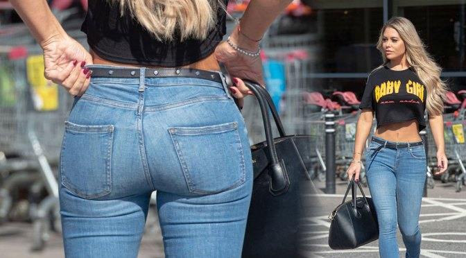 Bianca Gascoigne – Hot Ass in Tight Jeans at Sainsbury's Supermarket in Kent