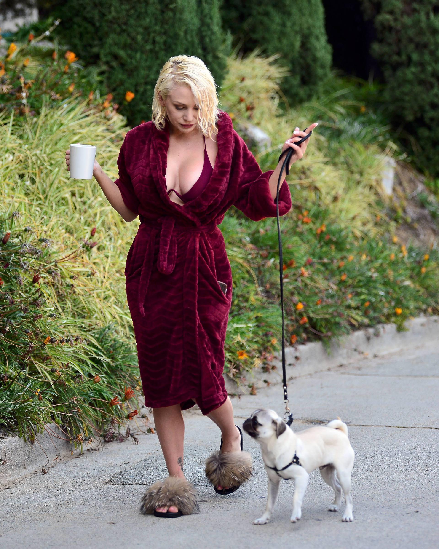 Courtney Stodden Big Boobs In Risque Robe