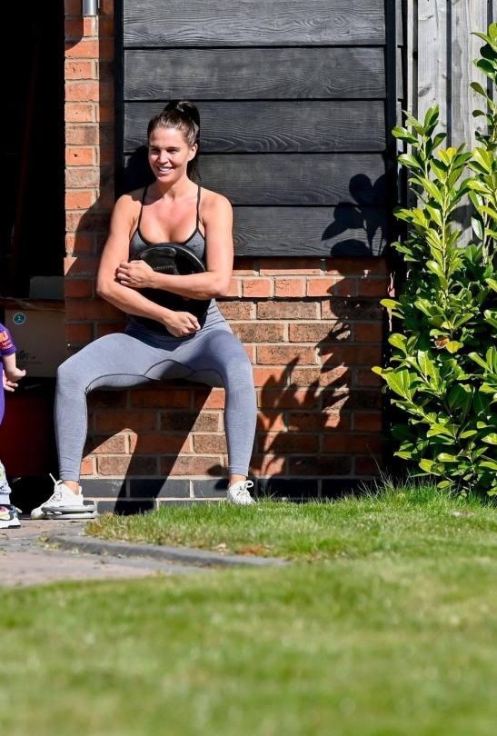Danielle Llyod Sexy Workout Pics
