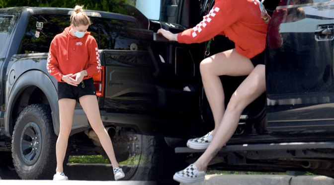 Ireland Baldwin – Sexy Legs in Shorts Out in Los Angeles