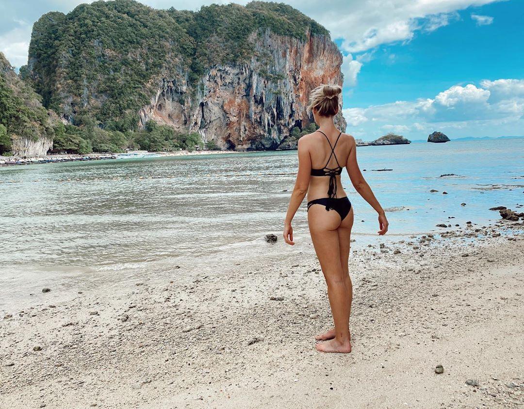 Katrina Bowden Hot Little Ass In A Bikini
